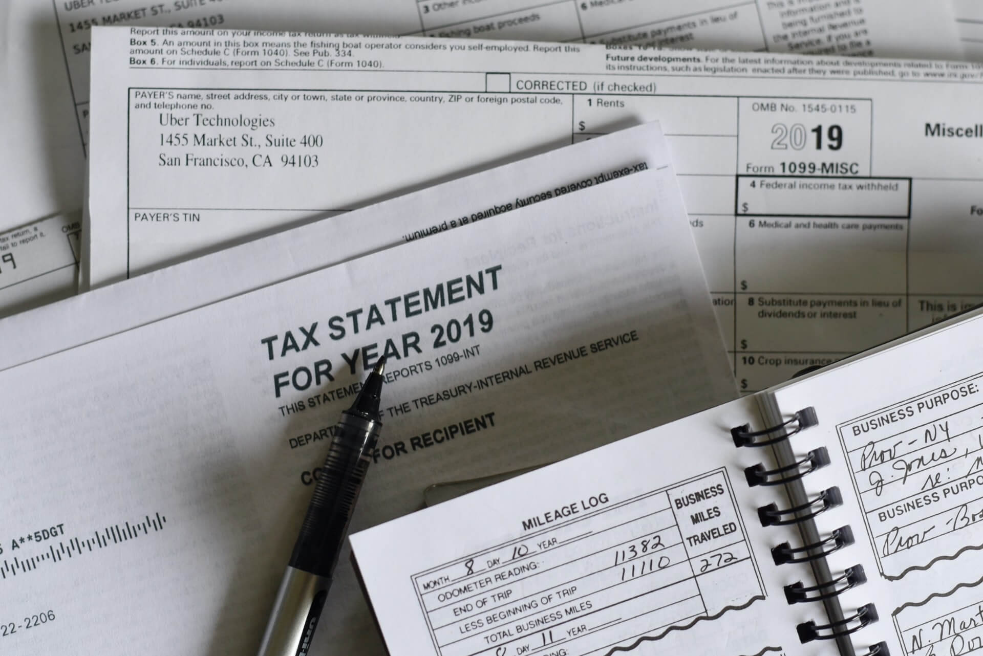 A Short Guide To Help You Select The Tax Regime For FY 2020-21 - Cover Image